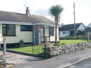 THE CORNER HOUSE, 2 Bedroom, Central Location, Enclosed Garden, Ref:983143