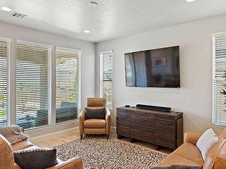 Family Fun-Spacious High end furnishings/4 bedroom(3 Master Suites)/Sleep 15