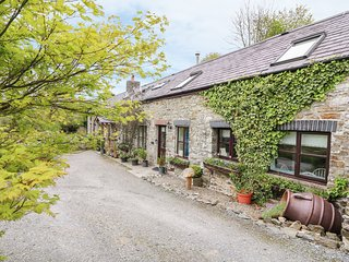 KITE COTTAGE, barn conversion, electric fire, countryside views, Llandysul, Ref
