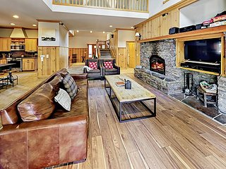 Spacious 5BR w/ Hot Tub, Game Room & Lovely Backyard - Near Beaches & Skiing
