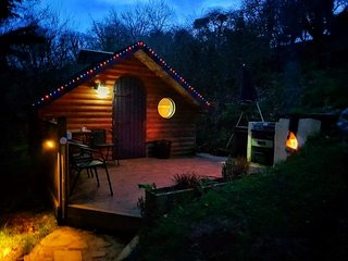 Pretty Glamping Pod in woodland setting 10 mins from Looe