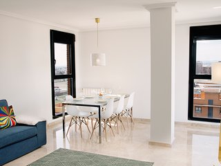 Luxury flat near Arts+Sciences, PARKING + BIKES