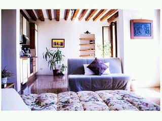 Luminoso ed accogliente appartamento al primo piano di una tipica casa veneziana
