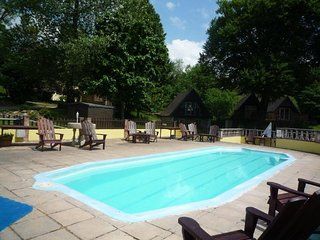 Lodges for 8-10, Honicombe Manor Holiday Resort + swimming pools~gym~restaurant