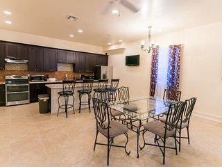 Carondelet Street Luxury Suite 2