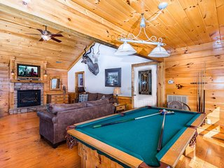 Billiard table/Sitting area