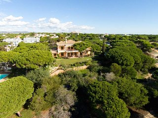 Vale do Garrao Villa Sleeps 8 with Pool Air Con and WiFi - 5479945