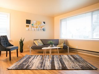 Cozy 2BR House With Yard in Ballard