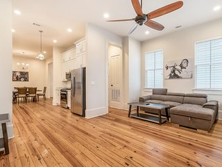 Loft-Style 3BR on Carondelet by Hosteeva
