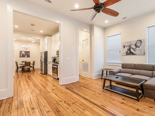 Stunning 3BR on Carondelet by Hosteeva