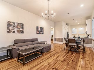 Spacious 3BR on Carondelet by Hosteeva