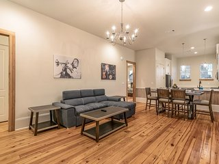 Charming 3BR on Carondelet by Hosteeva