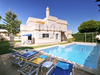 4 bedroom Villa with Pool, Air Con and WiFi - 5489446