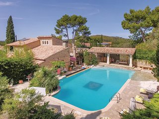 4 bedroom Villa in Orgon, Provence-Alpes-Côte d'Azur, France : ref 5522407