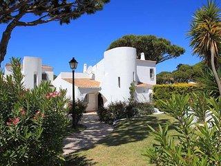 Vale do Lobo Villa Sleeps 6 with Pool Air Con and WiFi - 5480136