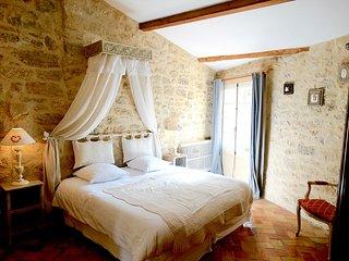 chambre au 1er étage avec salle de bain privée