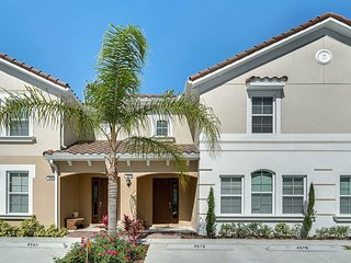 ★ DISNEY SIGNATURE POP ART 4 BEDROOM/ 3,5 BATH PRIVATE POOL FREE WIFI