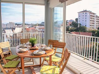 2 bedroom Apartment in Biarritz, Nouvelle-Aquitaine, France : ref 5519035