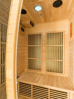 Use the sauna before entering the pool, to have a complete wellness experience!