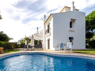 3 bedroom Villa in Vale do Garrao, Faro, Portugal : ref 5489441