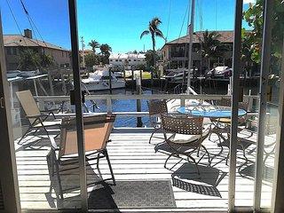 'Vitamin Sea' Waterfront condo with deck and grill