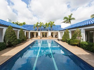 Ship&Shore Deep waterfront Mansion with 2 pools!