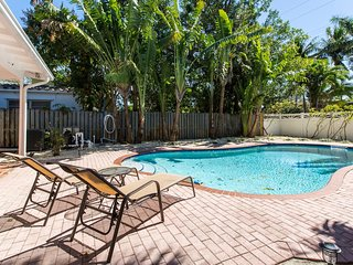 East Hollywood 2 Stories w/ POOL! Families Welcome
