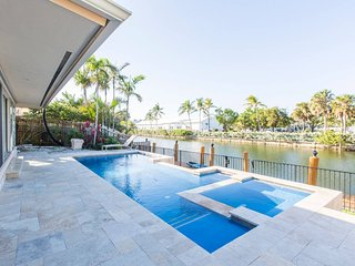 Gone Coastal - Waterfront Complex With Pool!!