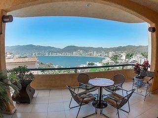 Hermosa casa con vista panoramica a la bahia para 12-14 huespedes