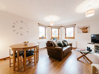 Two Bedroom Modern Apartment in Loch Lomond and The Trossachs National Park
