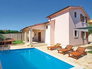 2 bedroom Villa in Ližnjan, Istria, Croatia : ref 5520885