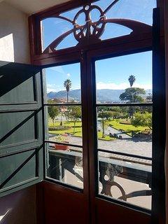 Ambas habitaciones tienen balcón con una linda vista a la plaza de armas.
