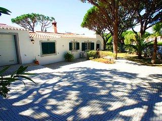 4 bedroom Villa in Vale do Lobo, Faro, Portugal : ref 5480090