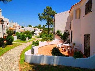 3 bedroom Villa in Vale do Lobo, Faro, Portugal : ref 5480207