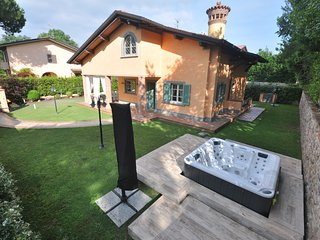 Villa Fenice 12 Pax, Sauna, jacuzzi, Gym close to beaches in Forte dei Marmi