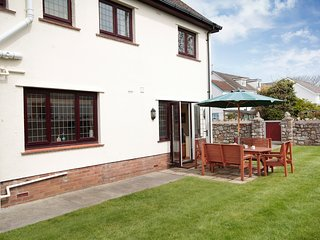 Dogs Friendly , Cherry Tree Cottage ,sleeps 5 adults & very close to the beach!!