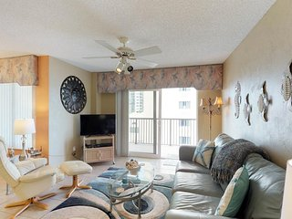 Oceanfront condo w/ balcony, ocean view, shared hot tub/pool & beach access!