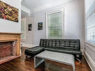 Stunning 2BR in Downtown by Hosteeva