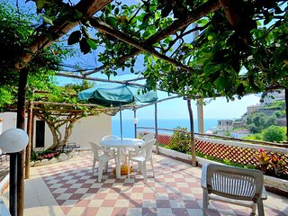 Amalfi Villa Sleeps 8 with Air Con and WiFi - 5228350