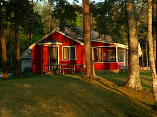 Twin Birch Resort Lakefront Red Cottage