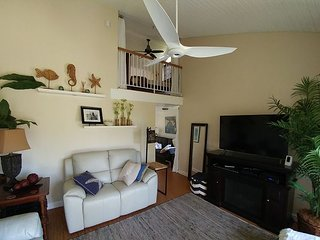 Immaculate, open, and upscale Turtle Bay condo; end unit with gorgeous views!