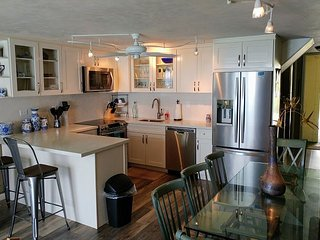 New kitchen, fabulous beach and ocean views!