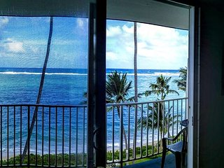 Relaxing beach front condo, 6th floor, gorgeous sunrises!