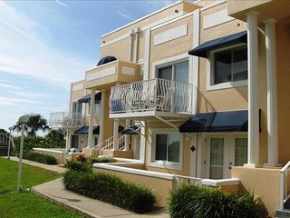 NEW LISTING! Comfortable resort-style condo w/ocean views, shared pool & hot tub