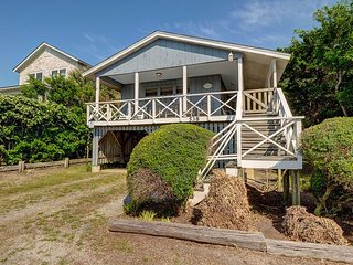McGowan Cottage - Sound front 4 bedroom house with a dock and ocean views
