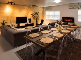 Open Plan Area, Lounge and Dining Areas