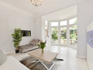 Wonderful Willesden Home with Garden