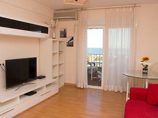 PUERTO MARINA VIEWS, 400 M TO THE BEACH,SPACIOUS LIVING ROOM,BALCONY,FAMILY BEST