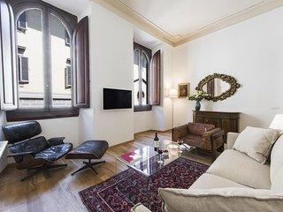 Degas  apartment in Duomo with WiFi, air conditioning & lift.