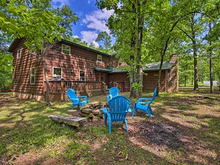 Cozy Broken Bow Cabin w/ Hot Tub - 5 Mins to Lake!